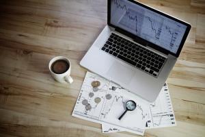 Poranny komentarz rynkowy – stopy w dół